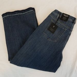 NWT Simply Vera Cropped Jeans
